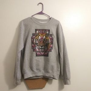 💥Boho Aztec tiger print Gray pull over sweater